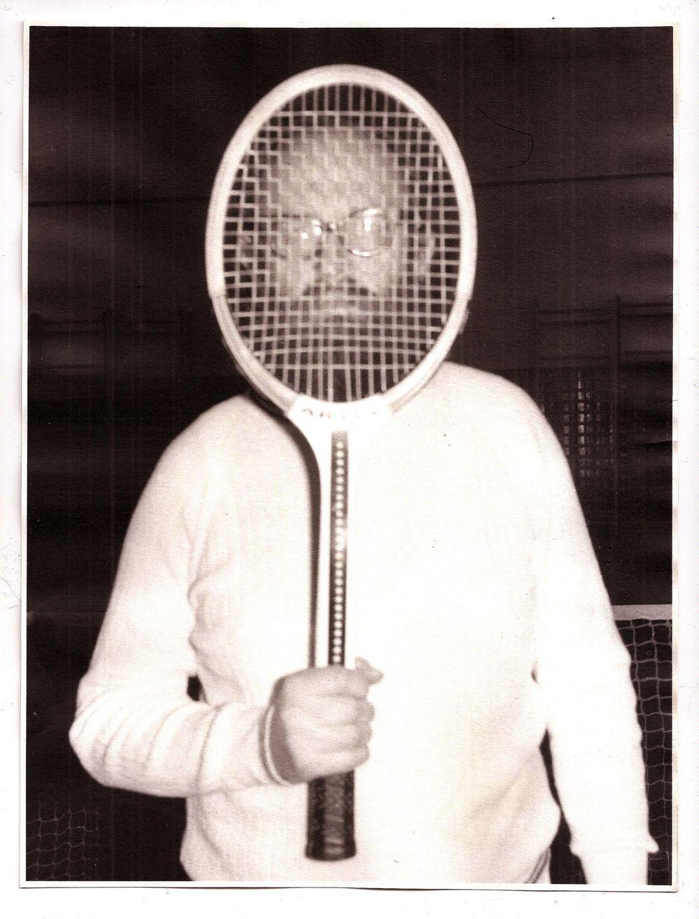 Julius Koller, U.F.O. naut J.K. U.F.O. 1981, courtesy Collezione Enea Righi.
