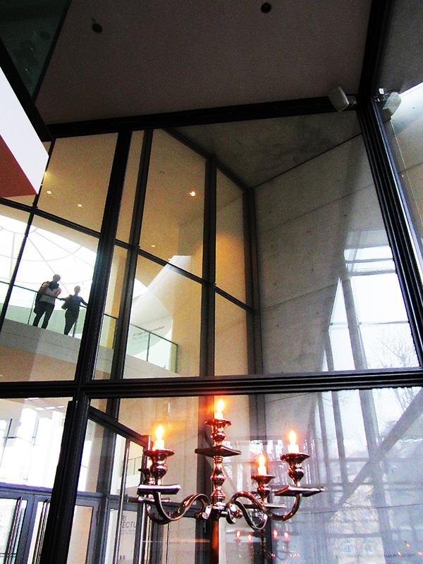 a walk through the art pinakothek der moderne munich jeff wall droste effect mag. Black Bedroom Furniture Sets. Home Design Ideas