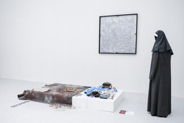 Designer Adal by Nora Renaud, opera di Alfredo Pirri, Galleria Giacomo Guidi