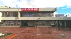 After looking around for more than fifteen minutes, we still could not find any trace of the Ars Aevi, Sarajevo's Contemporary Art Museum. It was a rainy morning in August. We stood in front of a little basin created by the Mijaca river, in the square where the Skenderjia Sports Center was built in 1969, and …