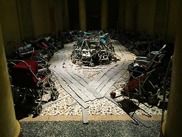 "Installation view of ""Amazing Grace"", by Nari Ward (1993)"
